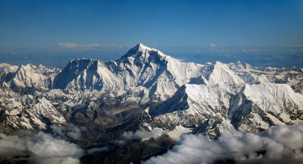 1200px-Mount_Everest_as_seen_from_Drukair2_PLW_edit