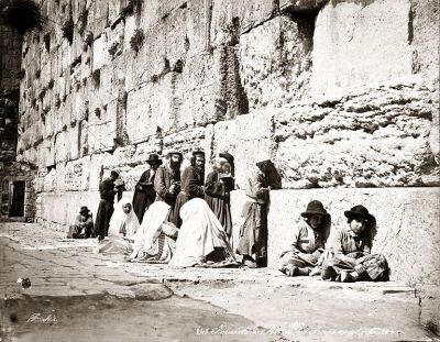 769px-Jews_at_Western_Wall_by_Felix_Bonfils,_1870s